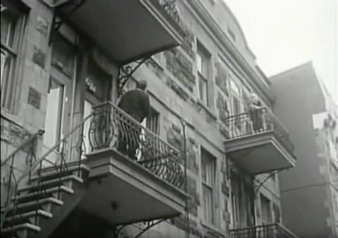 21221 Plessis balcony